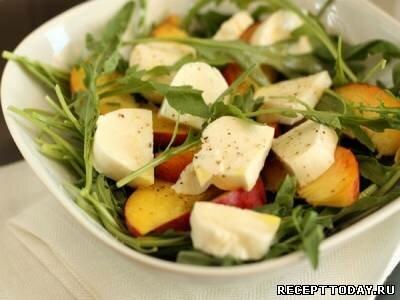 Рецепт Салат с моцареллой и персиками