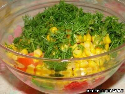 Cалат с кукурузой и помидорами