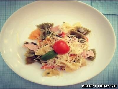 Итальянский салат с фарфалле