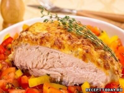 Куриная грудка под йогуртовым соусом и сыром