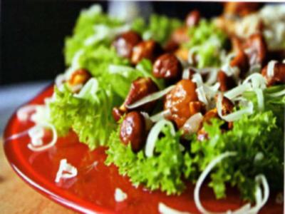 Салат из лисичек с сухарями