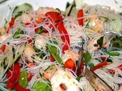 Салат из лапши с креветками