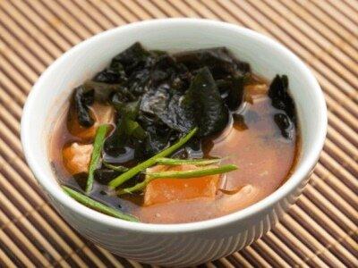 Японский суп с лососем
